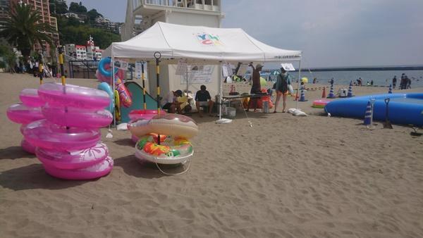 熱海サンビーチの浮き輪レンタル&空気入れ